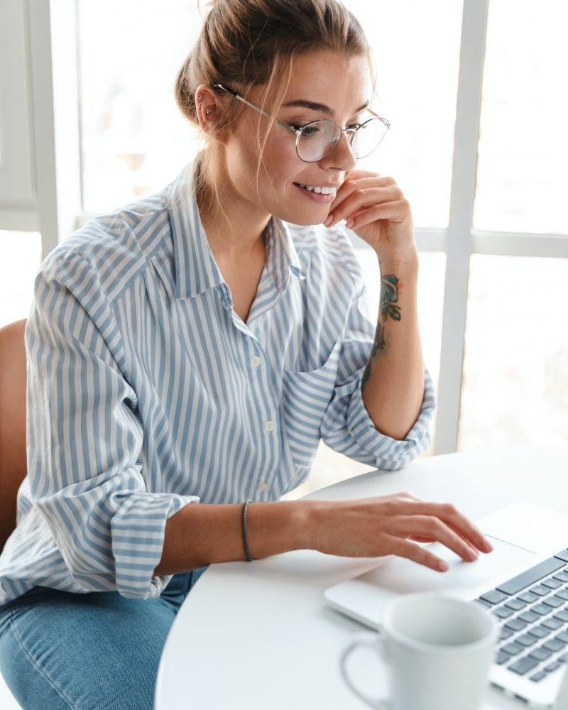 smiling-young-businesswoman-working-on-laptop-computer.jpg